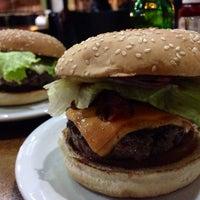 10/2/2014 tarihinde Ney S.ziyaretçi tarafından Pit's Burger'de çekilen fotoğraf