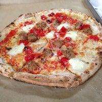Photo prise au Antico Pizza Napoletana par Briana B. le3/22/2013