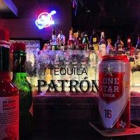 รูปภาพถ่ายที่ Grumpy's Bar & Grill โดย Erik H. เมื่อ 2/22/2013