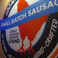 Foto scattata a Delia's Chicken Sausage Stand da Tuvara K. il 10/17/2014