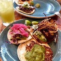 Foto tomada en Tacos Tequila Whiskey por Priya Y. el 8/23/2018