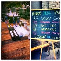 Foto tomada en Henry's Midtown Tavern por Cole S. el 10/6/2013