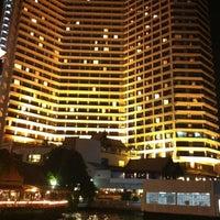12/13/2012 tarihinde 랏차따 r.ziyaretçi tarafından Royal Orchid Sheraton Hotel & Towers'de çekilen fotoğraf