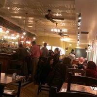 2/11/2013 tarihinde Carolynziyaretçi tarafından Ward 6 Food & Drink'de çekilen fotoğraf