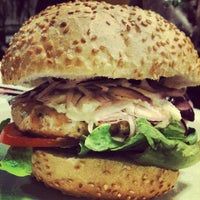Foto tirada no(a) Cadilac American Burger por Anderson C. em 2/2/2013