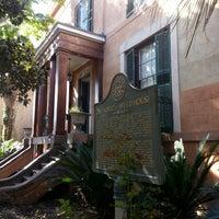 """Das Foto wurde bei Sorrel Weed House - Haunted Ghost Tours in Savannah von WILFREDO """"WILO"""" R. am 4/6/2013 aufgenommen"""
