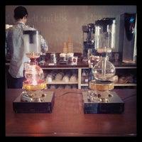 6/8/2013 tarihinde Hoziyaretçi tarafından Vespr Craft Coffee & Allures'de çekilen fotoğraf