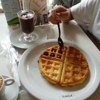 Foto tirada no(a) Fran's Café por Li K. em 5/1/2013