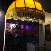Foto tomada en Smallest Bar por Steve F. el 4/14/2013