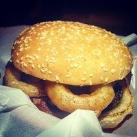 3/1/2014 tarihinde Alberto K.ziyaretçi tarafından Pit's Burger'de çekilen fotoğraf