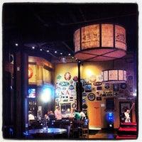 Photo prise au Tyler's Restaurant & Taproom par Crash Gregg le7/23/2013
