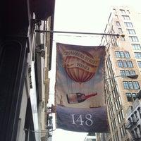 Das Foto wurde bei Chambers Street Wines von Eugene K. am 10/28/2012 aufgenommen