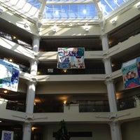 11/29/2012 tarihinde Tia F.ziyaretçi tarafından City Hall St. James'de çekilen fotoğraf