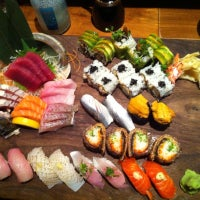 Foto tomada en Blue Ribbon Sushi por Wei V. el 9/24/2012