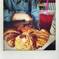 Снимок сделан в Taza. A social coffee house. пользователем helveticajane 7/20/2013