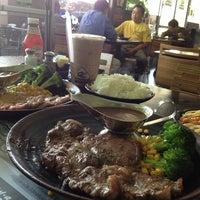 6/13/2013 tarihinde Brenda K.ziyaretçi tarafından R2 Restaurant - Ray-Ray'de çekilen fotoğraf
