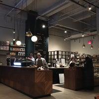 Foto tomada en Black Fox Coffee Co. por Foon S. el 2/5/2017