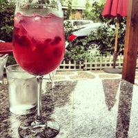 10/13/2012 tarihinde Nine L.ziyaretçi tarafından Bacchus Coffee & Wine Bar'de çekilen fotoğraf