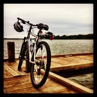 Foto tirada no(a) White Rock Lake Bike & Hiking Trail por John N. em 10/7/2012