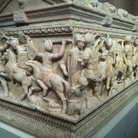 Foto tirada no(a) Museum of Fine Arts Houston por ADRY F. em 12/13/2012