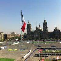 Foto tomada en Plaza de la Constitución (Zócalo) por Rocco L. el 4/4/2013
