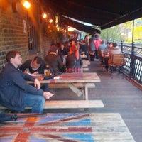รูปภาพถ่ายที่ Lockside Lounge โดย Jeff G. เมื่อ 10/13/2012