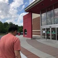 Foto tirada no(a) Target por Joshua em 6/18/2017