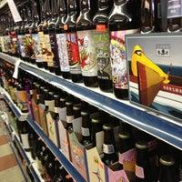 Foto scattata a Puerto Rico Food and Liquors da s. il 2/15/2013