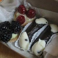 Снимок сделан в LaGuli Pastry Shop пользователем Gothamist 8/1/2014