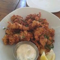 Foto tirada no(a) Bait & Hook Seafood Shack por miko em 9/23/2012