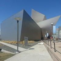 Foto tirada no(a) Denver Art Museum por Christopher W. em 3/27/2013
