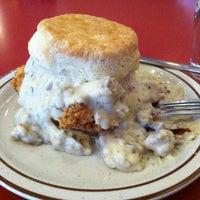 Das Foto wurde bei Denver Biscuit Company von Matthew B. am 10/4/2012 aufgenommen