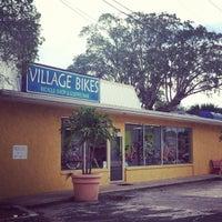 Foto tirada no(a) Village Bikes por Shannon M. em 10/8/2012