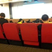 10/1/2012 tarihinde Wonghaeziyaretçi tarafından Auditorium BINUS University'de çekilen fotoğraf