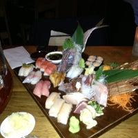 Photo prise au Blue Ribbon Sushi Bar & Grill par Thomas R. le4/16/2013