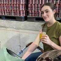 Foto tirada no(a) Berkshire Brewing Company por Michael C. em 4/24/2021