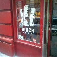 Foto scattata a Birch Coffee da Vicario Brensley P. il 9/14/2012