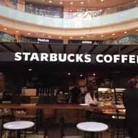 Снимок сделан в Starbucks пользователем Дмитрий Б. 10/14/2012