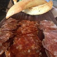 Photo prise au The House Brasserie par Lara M. le10/1/2012