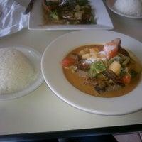 รูปภาพถ่ายที่ Sunisa's Thai Restaurant โดย Becky D. เมื่อ 4/17/2013