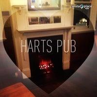 Foto tirada no(a) Harts Pub por Sarah C. em 5/20/2013