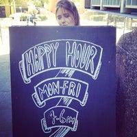 Foto tirada no(a) Harts Pub por Sarah C. em 8/16/2013