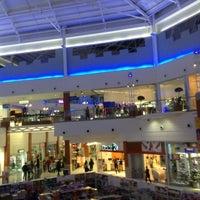 Снимок сделан в Floripa Shopping пользователем Simone B. 5/8/2013