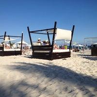 Foto tomada en Mamita's Beach Club por Alejandro V. el 12/8/2012