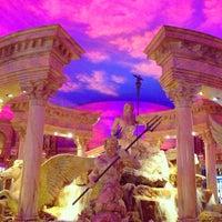 12/21/2012 tarihinde Bruno G.ziyaretçi tarafından Festival Fountain - The Forum Shops at Caesars Palace'de çekilen fotoğraf