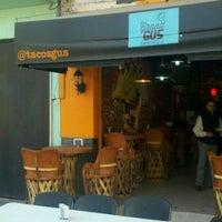 Foto tirada no(a) Tacos Gus por Lindoro C. em 12/5/2012
