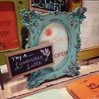 Das Foto wurde bei Sunny Side Up & Coffee Shoppe von Jeanie C. am 9/21/2013 aufgenommen