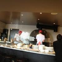 Foto tomada en Pizzeria Locale por Irma S. el 1/13/2013
