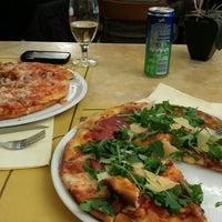 Foto tirada no(a) Pizzeria da Filippo por Regina K. em 4/11/2014