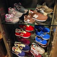 Foto tirada no(a) New Balance NYC Flagship Store por Luiz C. em 9/26/2013